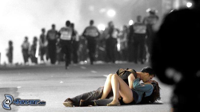 couple,-kiss,-demonstration-164486