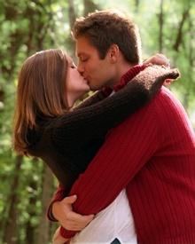 romantic happy kiss day shayari - Avanvu