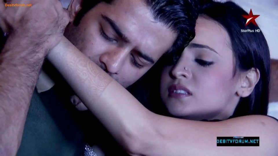 Arushi-Love-night-sanaya-irani-32353596-960-540