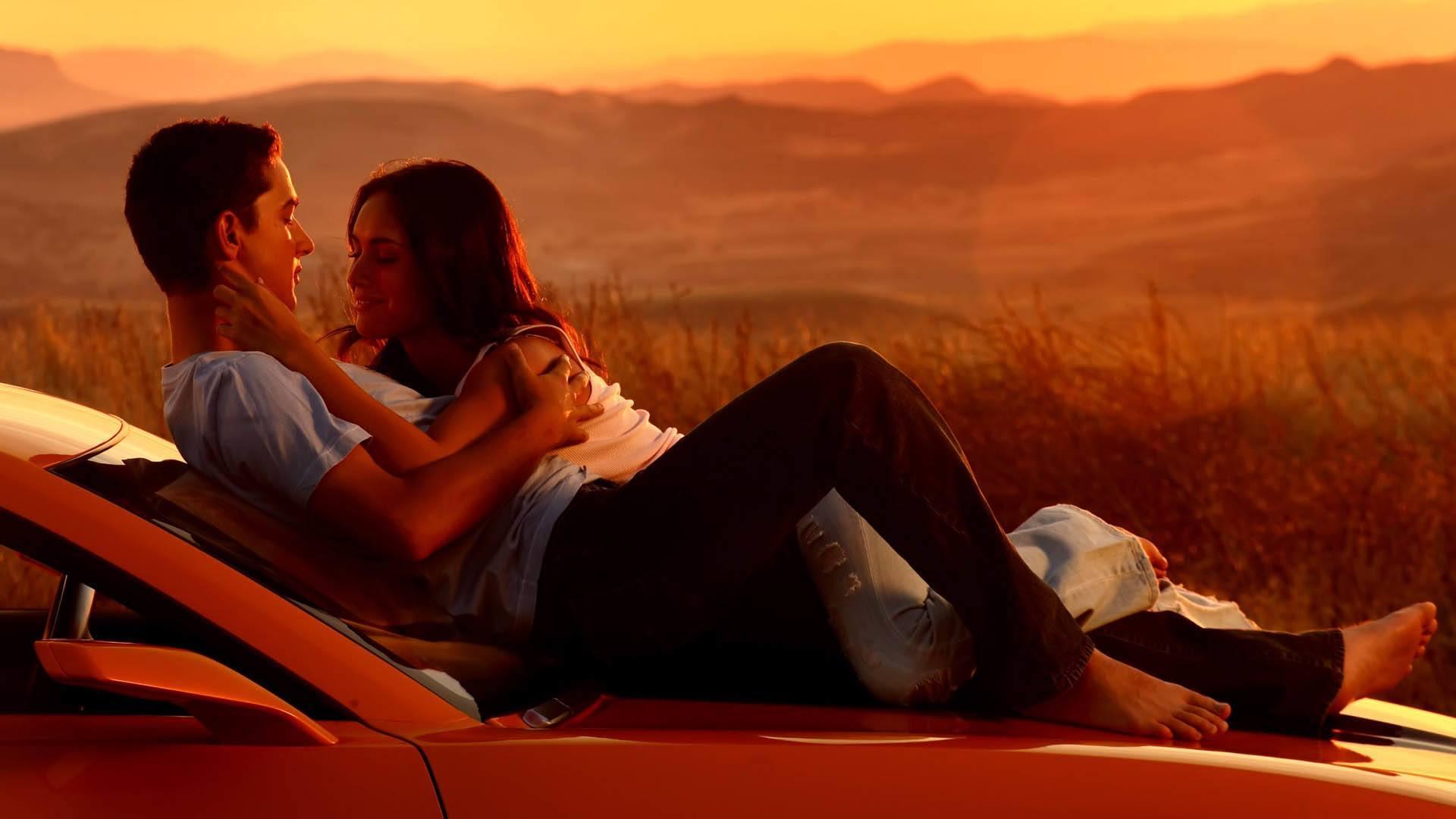 Couple-in-Love-On-Car-HD-Wallpaper