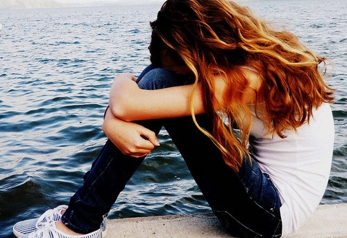 alone-cry-red-head-sad-sea-Favim.com-125066