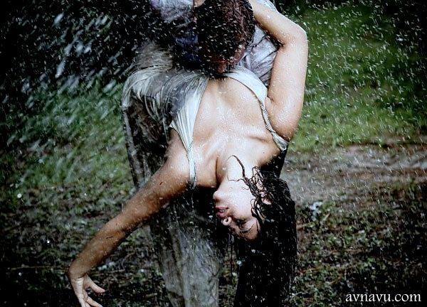 मौसम है बरीश का और याद तुम्हारी आती है